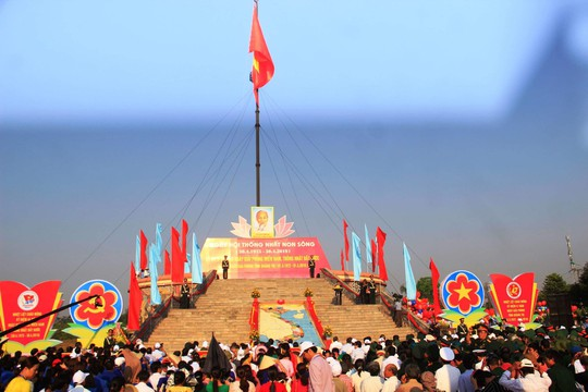 Long trọng tổ chức Lễ thượng cờ Thống nhất non sông - Ảnh 1.