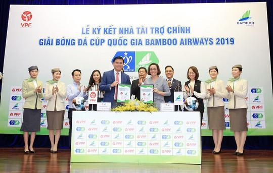 Ký kết tài trợ giải bóng đá Cúp quốc gia Bamboo Airways 2019 - Ảnh 1.