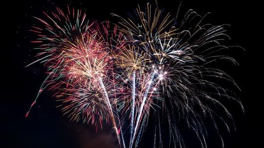 Bắn pháo hoa dịp Giỗ Tổ và lễ hội Đền Hùng - Ảnh 1.