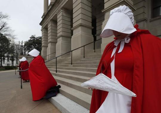 Khi phá thai có thể bị phạt tù đến 99 năm - Ảnh 1.