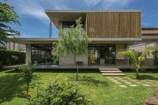 Ngôi nhà 2 tầng làm bằng bê tông đúc sẵn - Ảnh 1.