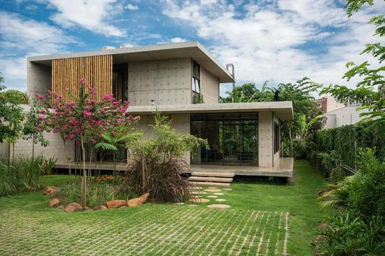 Ngôi nhà 2 tầng làm bằng bê tông đúc sẵn - Ảnh 2.