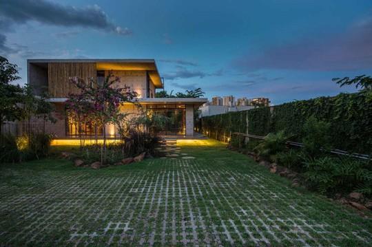 Ngôi nhà 2 tầng làm bằng bê tông đúc sẵn - Ảnh 8.