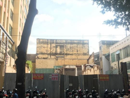 Tháo dỡ biệt thự cổ trên đường Phạm Ngọc Thạch - TP HCM - Ảnh 2.