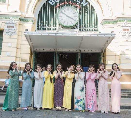 Tôn vinh áo dài Việt - Ảnh 1.