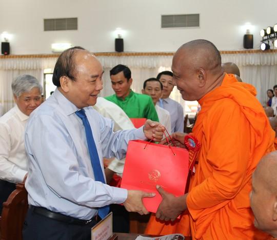 Thủ tướng kêu gọi đồng bào Khmer tích cực xây dựng nông thôn mới - Ảnh 2.
