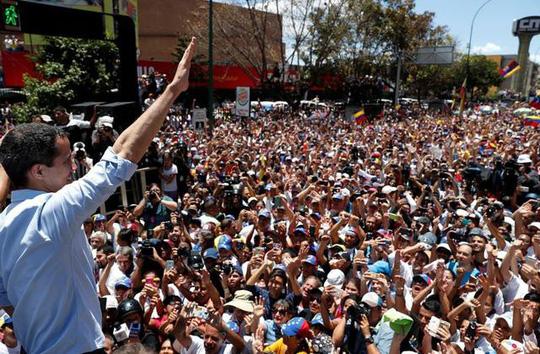 Venezuela: Hàng chục ngàn người biểu tình đòi điện, nước - Ảnh 1.