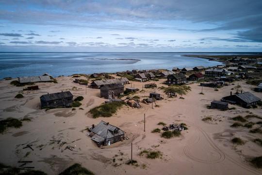 Ngôi làng ở Nga biến mất mỗi khi có gió to - Ảnh 1.