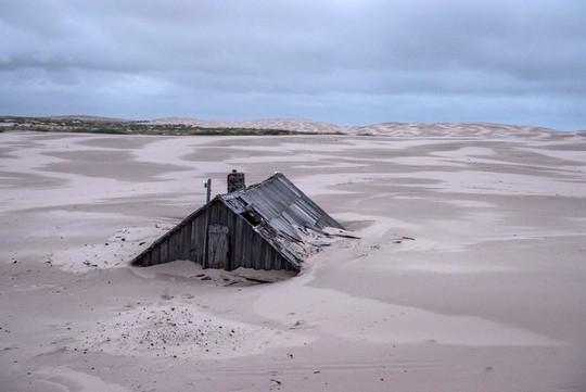 Ngôi làng ở Nga biến mất mỗi khi có gió to - Ảnh 2.