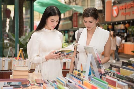 Hoa hậu và Á hậu Trái Đất đi chợ Bến Thành - Ảnh 5.