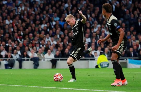 Van de Beek ký hợp đồng chính thức, fan Man United vỡ òa hạnh phúc - Ảnh 3.
