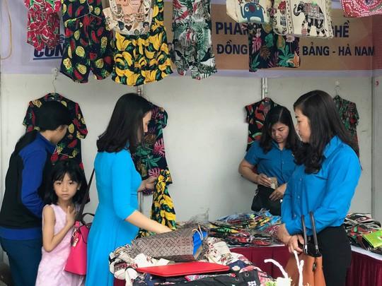 Tổng LĐLĐ Việt Nam tổ chức Phiên chợ Công nhân 2019 tại tỉnh Hà Nam - Ảnh 2.