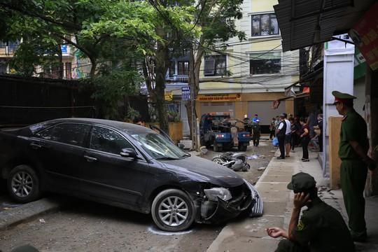 Bất ngờ thân thế người phụ nữ chạy Camry lùi xe tông chết người - Ảnh 1.