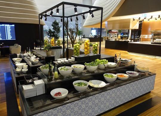 Phòng chờ như khách sạn 5 sao trong sân bay lớn nhất thế giới - Ảnh 6.