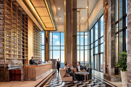 Có gì bên trong khách sạn siêu sang cao nhất Đông Nam Á? - Ảnh 1.