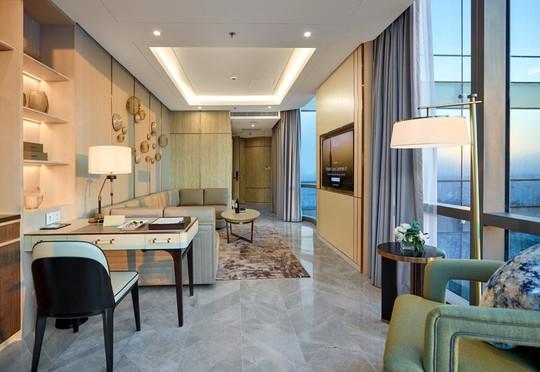 Có gì bên trong khách sạn siêu sang cao nhất Đông Nam Á? - Ảnh 2.