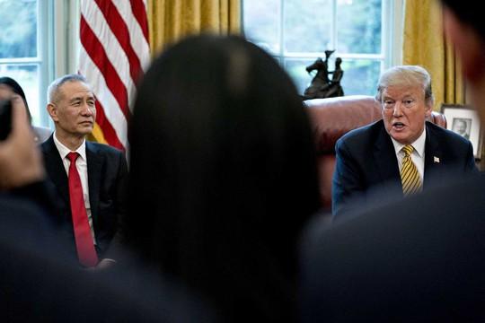 Ông Trump yêu cầu tiếp tục đánh thuế lên 300 tỉ USD hàng Trung Quốc - Ảnh 1.