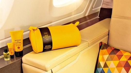 Những món đồ nào được phép mang ra khỏi máy bay? - Ảnh 1.