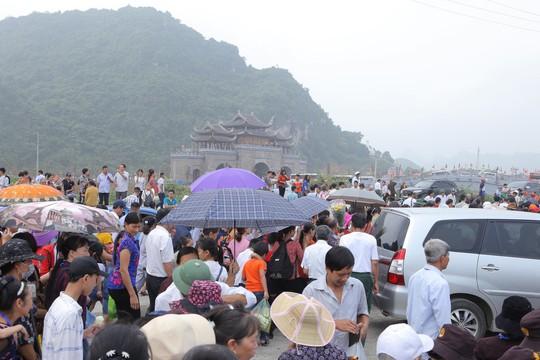 Hạng vạn người đổ về chùa Tam Chúc mừng đại lễ Phật đản Vesak 2019 - Ảnh 1.