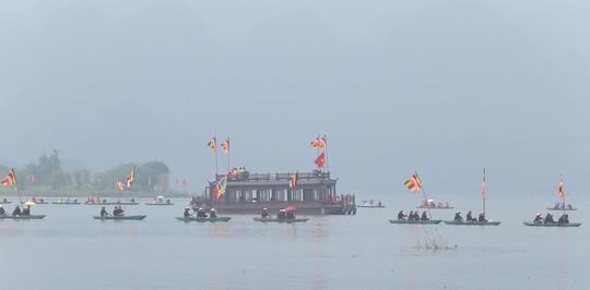 Hạng vạn người đổ về chùa Tam Chúc mừng đại lễ Phật đản Vesak 2019 - Ảnh 17.