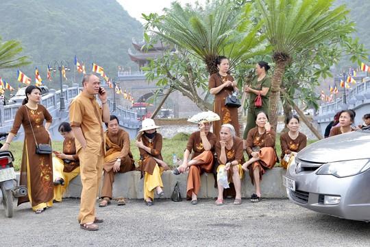 Hạng vạn người đổ về chùa Tam Chúc mừng đại lễ Phật đản Vesak 2019 - Ảnh 9.