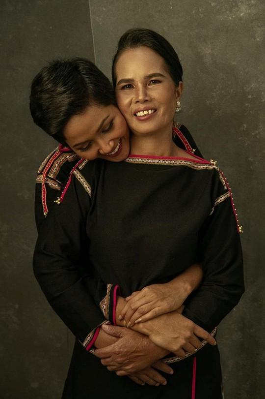 Sao Việt tràn cảm xúc trong Ngày của mẹ - Ảnh 1.