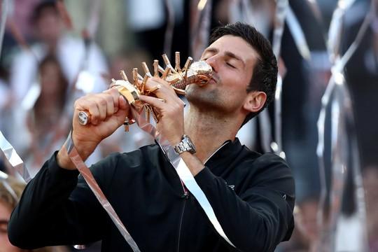 Vô địch Madrid Open 2019, Djokovic san bằng kỷ lục Rafael Nadal - Ảnh 6.