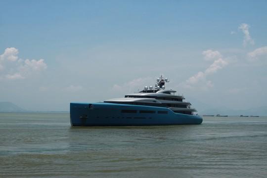 Ngắm du thuyền 150 triệu USD của ông chủ CLB Tottenham cập cảng Tiên Sa - Ảnh 4.