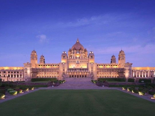 Choáng ngợp 8 khách sạn từng là cung điện xa hoa bậc nhất đất Phật - Ảnh 1.
