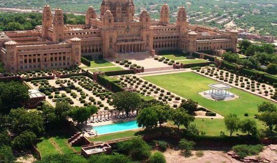 Choáng ngợp 8 khách sạn từng là cung điện xa hoa bậc nhất đất Phật - Ảnh 2.