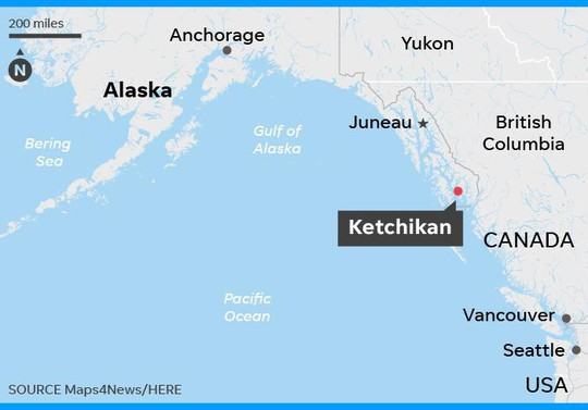 Mỹ: Hai máy bay rơi sau vụ va chạm trên không - Ảnh 2.