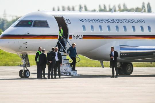 Máy bay chở Thủ tướng Đức Angela Merkel bất ngờ gặp nạn - Ảnh 2.