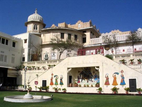 Choáng ngợp 8 khách sạn từng là cung điện xa hoa bậc nhất đất Phật - Ảnh 12.