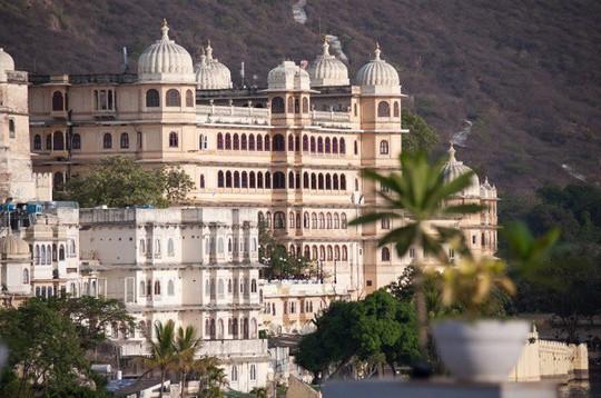 Choáng ngợp 8 khách sạn từng là cung điện xa hoa bậc nhất đất Phật - Ảnh 13.