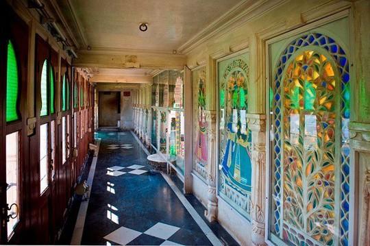 Choáng ngợp 8 khách sạn từng là cung điện xa hoa bậc nhất đất Phật - Ảnh 15.