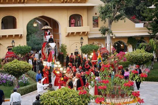 Choáng ngợp 8 khách sạn từng là cung điện xa hoa bậc nhất đất Phật - Ảnh 17.