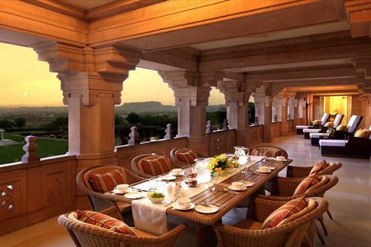 Choáng ngợp 8 khách sạn từng là cung điện xa hoa bậc nhất đất Phật - Ảnh 3.