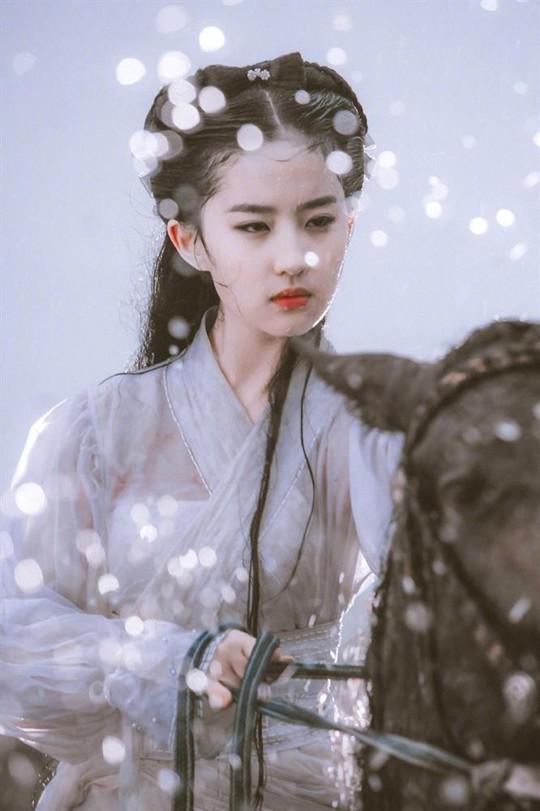 Bí quyết giữ mãi vẻ đẹp từ trẻ đến khi 30 của Lưu Diệc Phi - Ảnh 2.