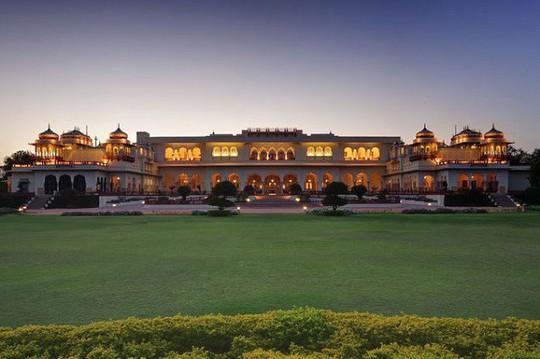 Choáng ngợp 8 khách sạn từng là cung điện xa hoa bậc nhất đất Phật - Ảnh 4.