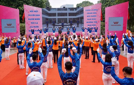 Công bố bài tập thể dục mẫu, Bộ trưởng Nguyễn Thị Kim Tiến kêu gọi cộng đồng vận động - Ảnh 1.