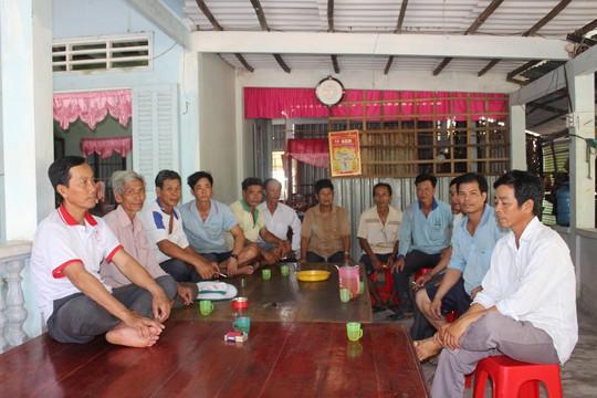 Dân ở xã nông thôn khốn khổ vì ban đêm phải đốt đèn dầu do không có điện - ảnh 1