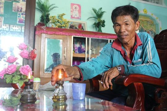 Dân ở xã nông thôn khốn khổ vì ban đêm phải đốt đèn dầu do không có điện - ảnh 3