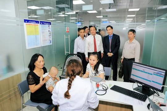 Trung tâm tiêm chủng lớn nhất miền Trung đi vào hoạt động - ảnh 1