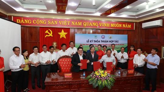 C.P. Việt Nam ký kết hợp tác xây dựng chuỗi sản xuất thịt gà an toàn dịch bệnh - Ảnh 1.