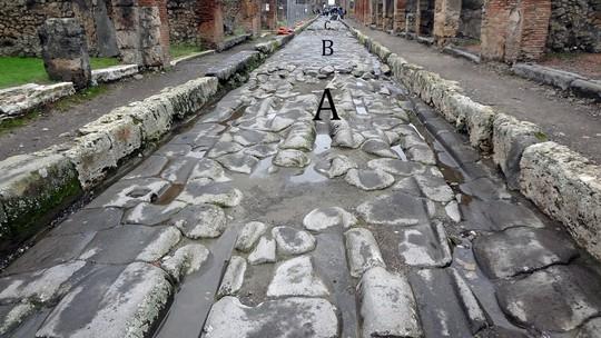 Bí ẩn những con đường phủ sắt nóng chảy 2.000 năm trước - Ảnh 1.