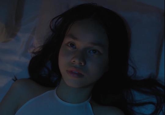 Tranh cãi dữ dội việc diễn viên 13 tuổi đóng cảnh nóng - Ảnh 2.