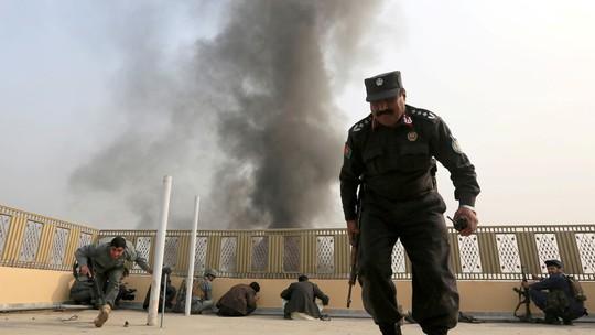 """""""Lực lượng NATO"""" không kích nhầm, 17 cảnh sát thiệt mạng - Ảnh 2."""