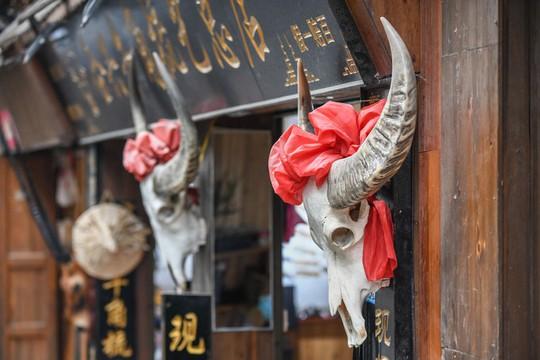 Làng cổ 1.700 tuổi của dân tộc Miêu ở Trung Quốc - Ảnh 10.