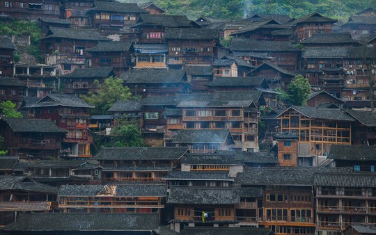 Làng cổ 1.700 tuổi của dân tộc Miêu ở Trung Quốc - Ảnh 2.