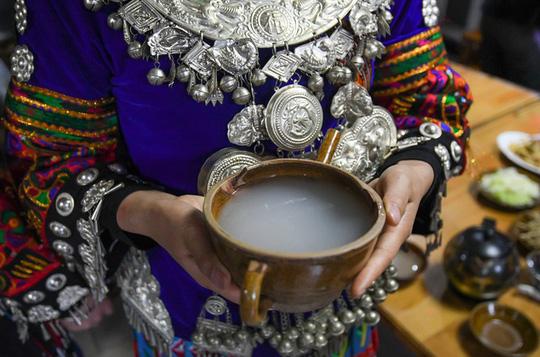 Làng cổ 1.700 tuổi của dân tộc Miêu ở Trung Quốc - Ảnh 7.